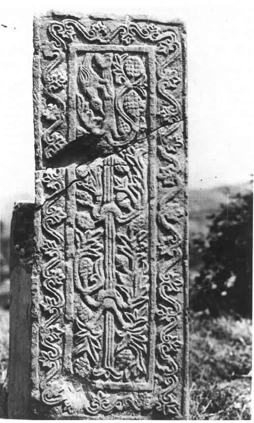 La transenna in selenite secolo XII foto Luigi Fantini