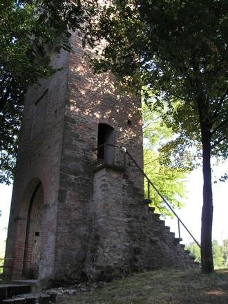 La Torre di San Pietro: simbolo del Comune e punto panoramico
