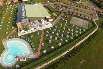 http://ozzanoturismo.comune.ozzano.bo.it/sites/default/files/styles/node_teaser_image/public/Acqua%26Fitness%20Piscina%20Palestra?itok=HDSvFlhW
